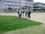 s3「芝生クリニック」東羽衣小学校061118 003.jpg